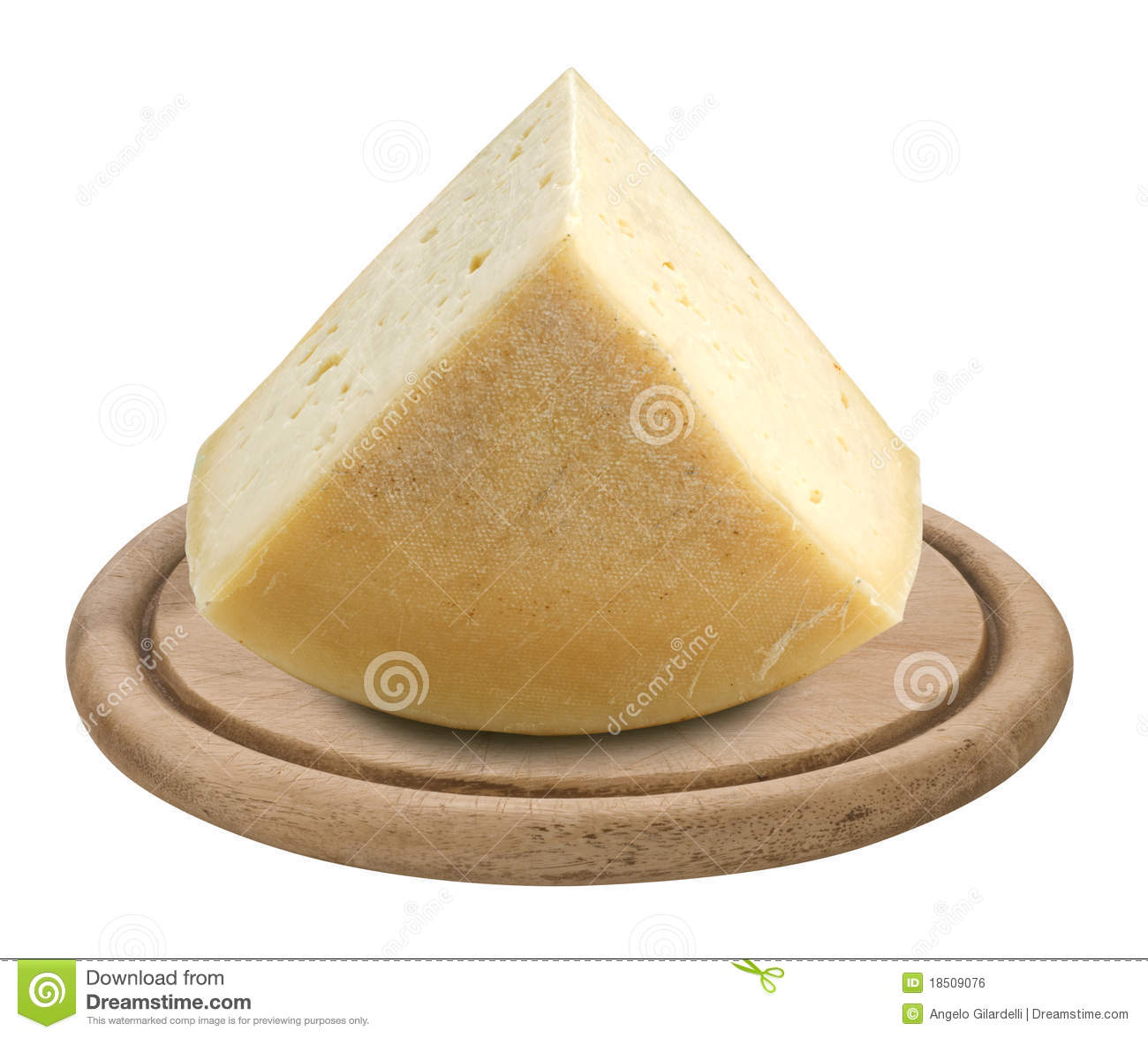 cheese-wooden-plate-18509076
